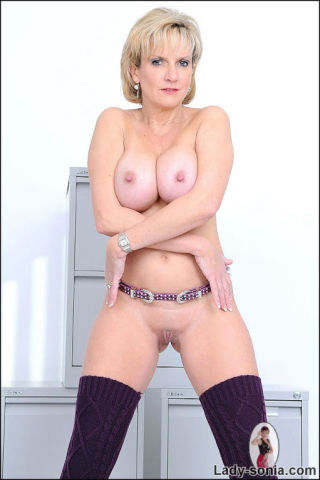 naked Lady Sonia milf grand mother