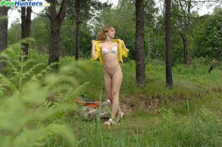 nude spy and voyer peeing