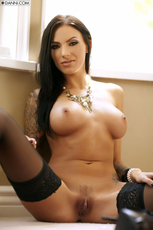 Busty tattooed brunette pornstar Juelz Ventura str