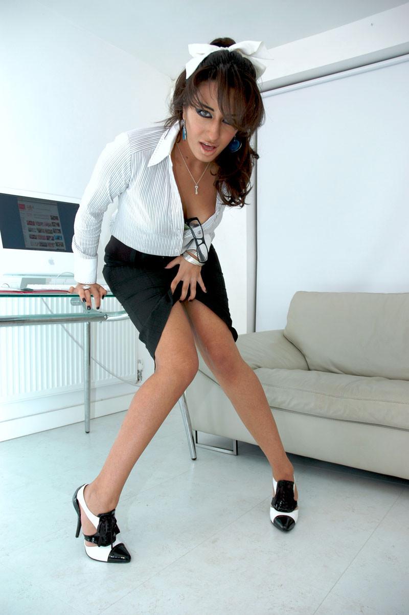 Arianna Mistry порно модель