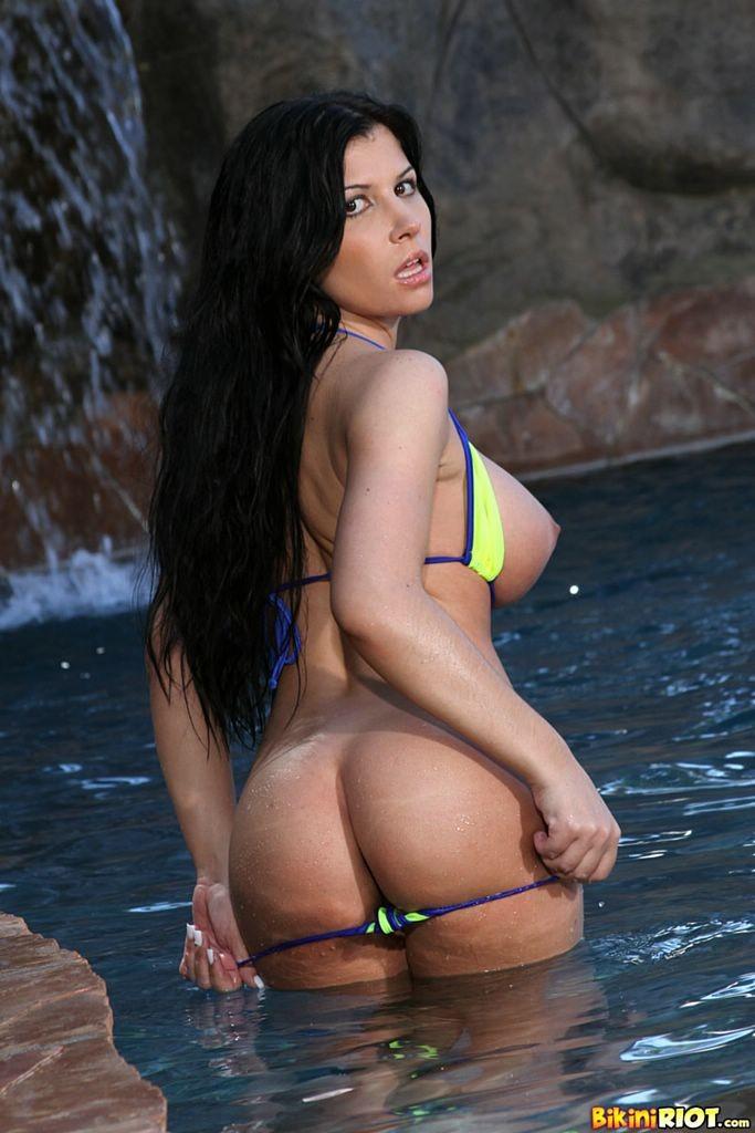 Rebecca Linares Nude