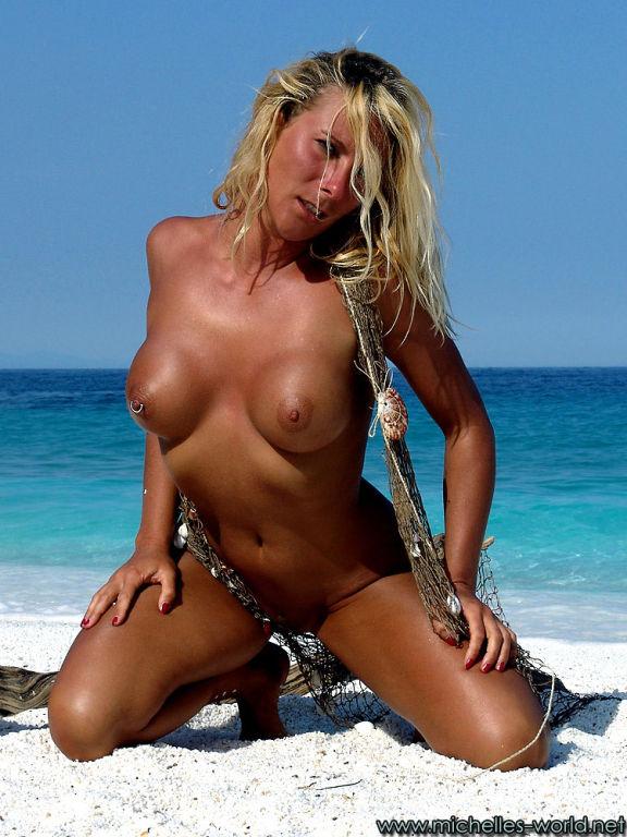 Nude girl stranded in paradise
