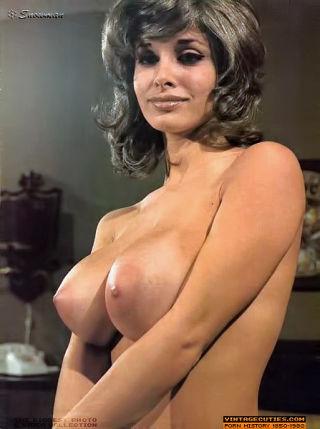 Big tits vintage queens posing