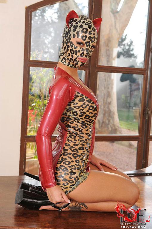 Black Angelica big tits latex cat babe on ultra hi