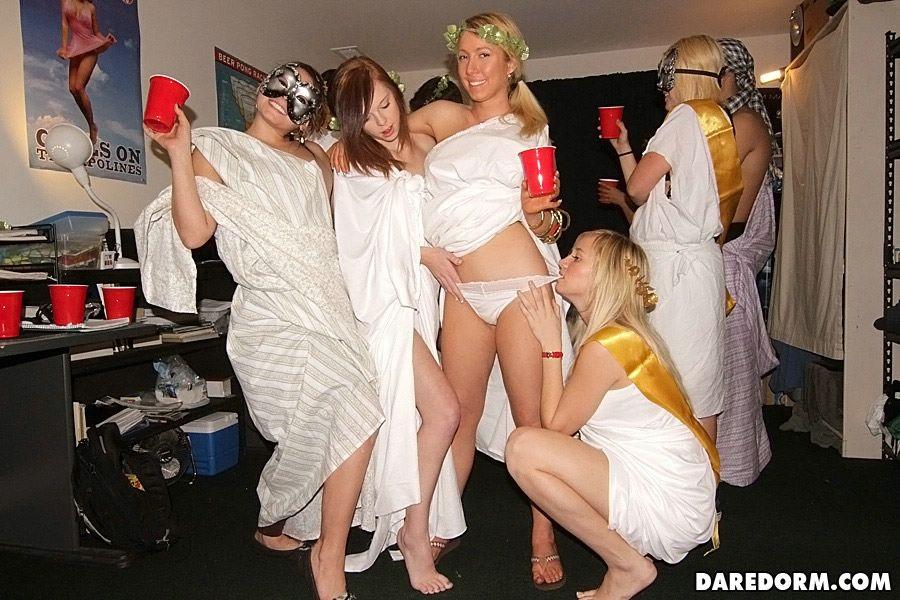 Free galleries mature women nude