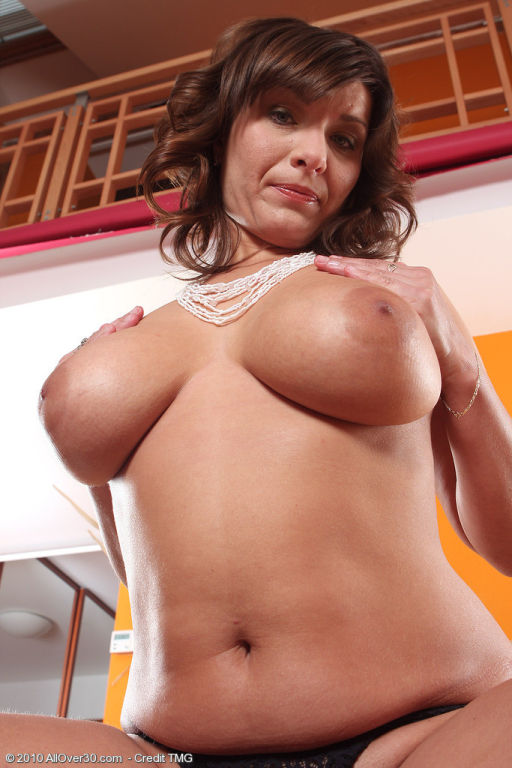 Elegant 30 year old Sophia shows offbig boobs