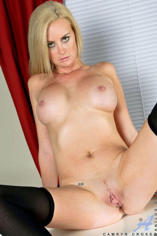 Blonde cougar Camryn Cross flaunts her big tits an