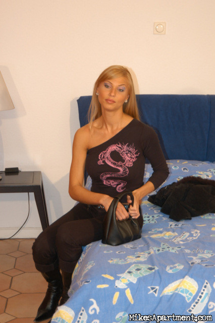 Tall blonde amateur porn
