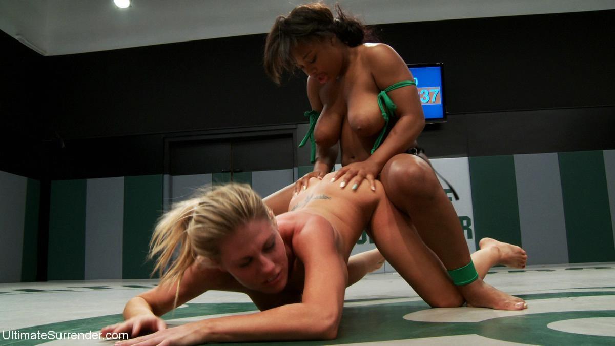 Strapon wrestle