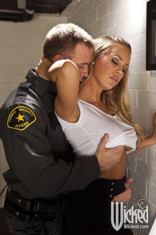 Nicole Aniston screws the security guard on her de