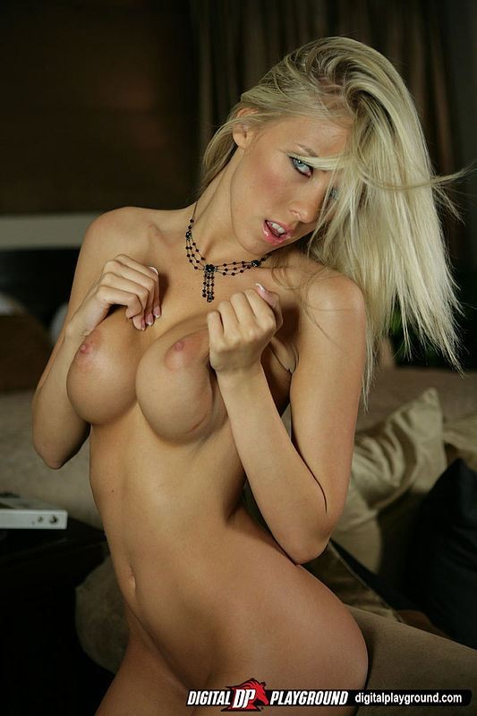 Sexy Bibi Jones Hardcore Blowjob