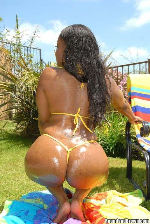 Super sexy ebony babe with a killer booty gets nai