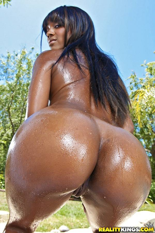 Nude nicole coco ass bath