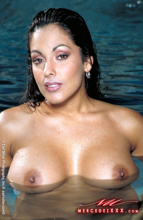 Nina Mercedez XXX Latina Pornstar fucks her oiled