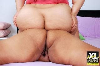 Asian BBWs get naked and bump asses