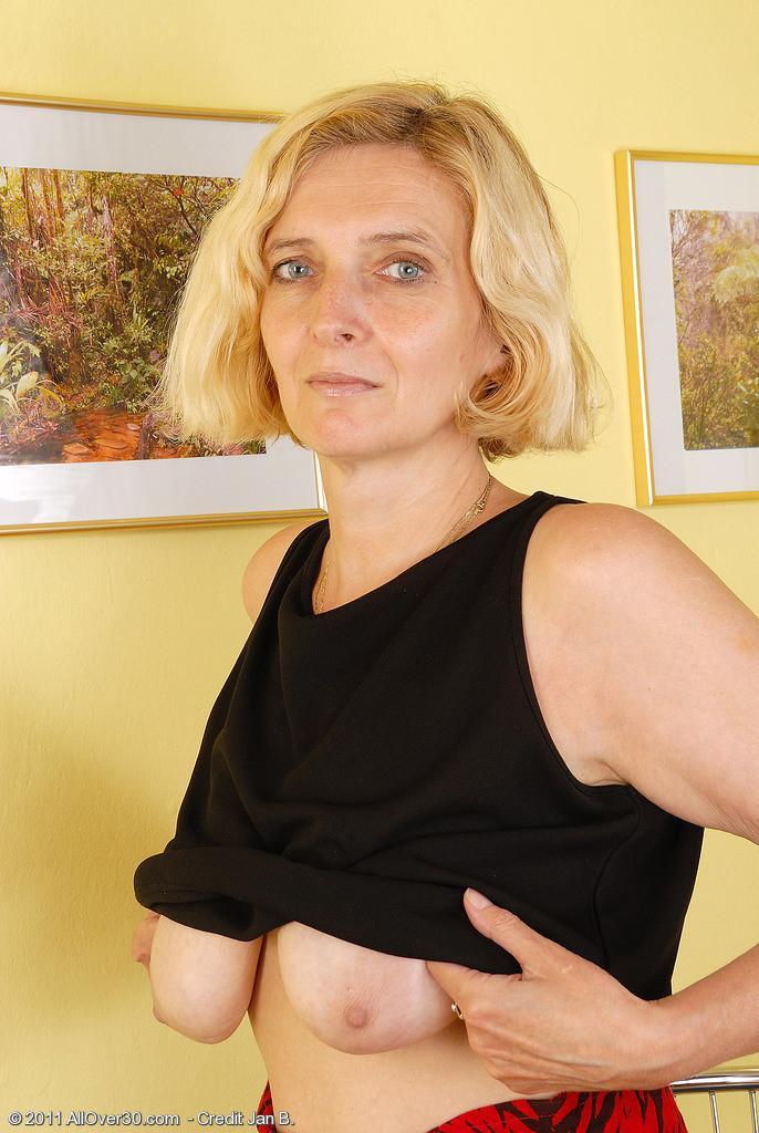 Sienna miller pregnant nude
