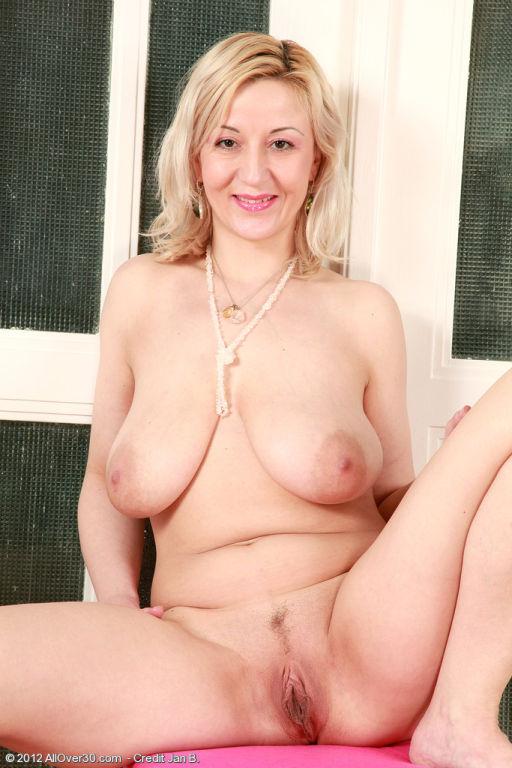 Branda got a sweet milf pussy and great boobs