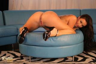 naked -sophia santi xxx brunette