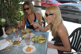 naked Adriana Deville housewifes lezbi