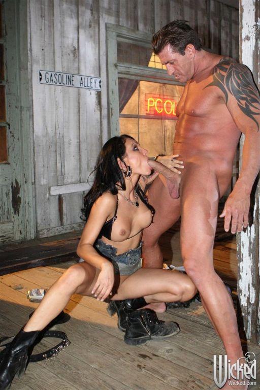 Victoria Sin and Regan Reese bad girls get banged