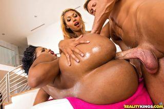 Sydnee Capri and Sierra oiled up asses