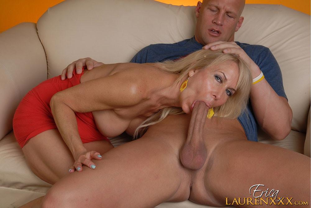 Зрелая блондинка трахается с хахалем