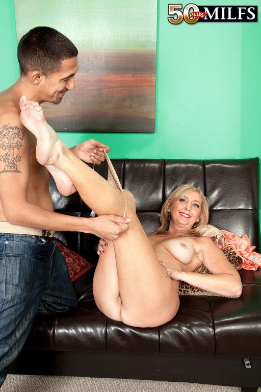 Jasmine Fields sucking on the cock yo