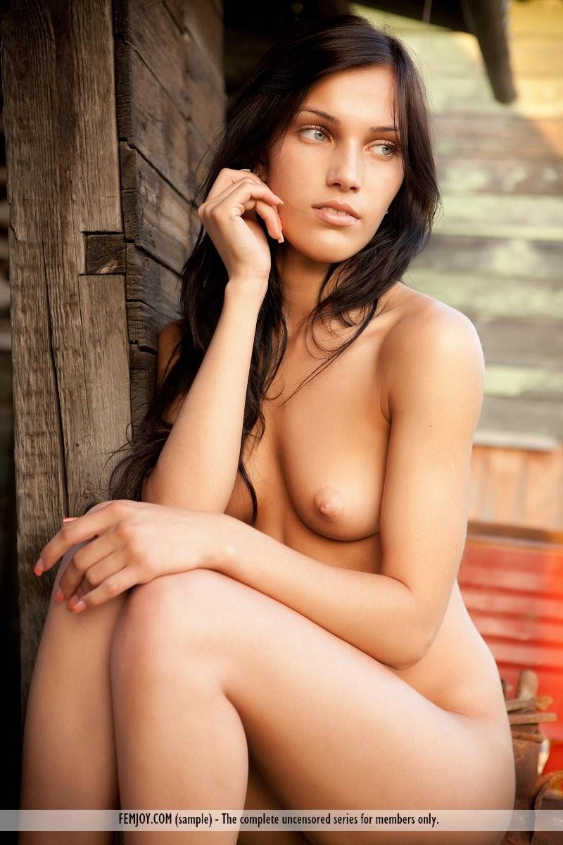 Hot naked girls kissing other hot naked