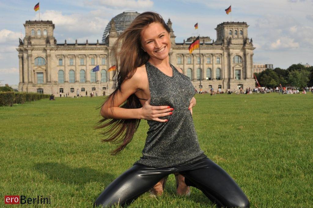 Eroberlin-Samantha-Rise-I-LOVE-BERLIN-public-mastu