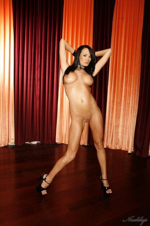 Alektra Blue cheeky striptease