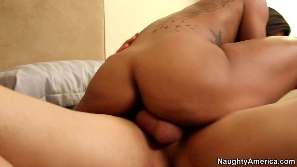 Black pornbabe Leilani Leeane enjoys a pounding