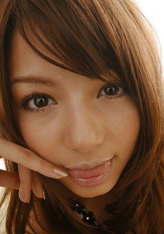 Naughty japanese Tina Yuzuki showin tits and pussy
