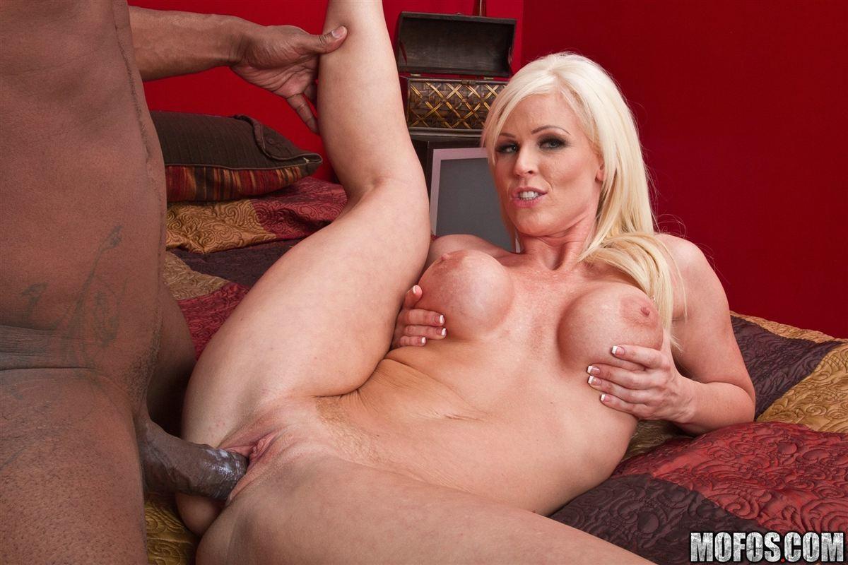 Kaylee Brookshire порно актриса