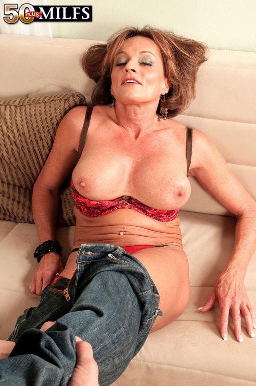 Mature natural saggy tits