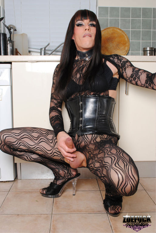Zoe Fuck Puppet having a lengthy session with hers