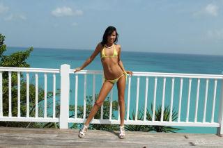Hot Bikini Babe Tanner Mayes Pissing