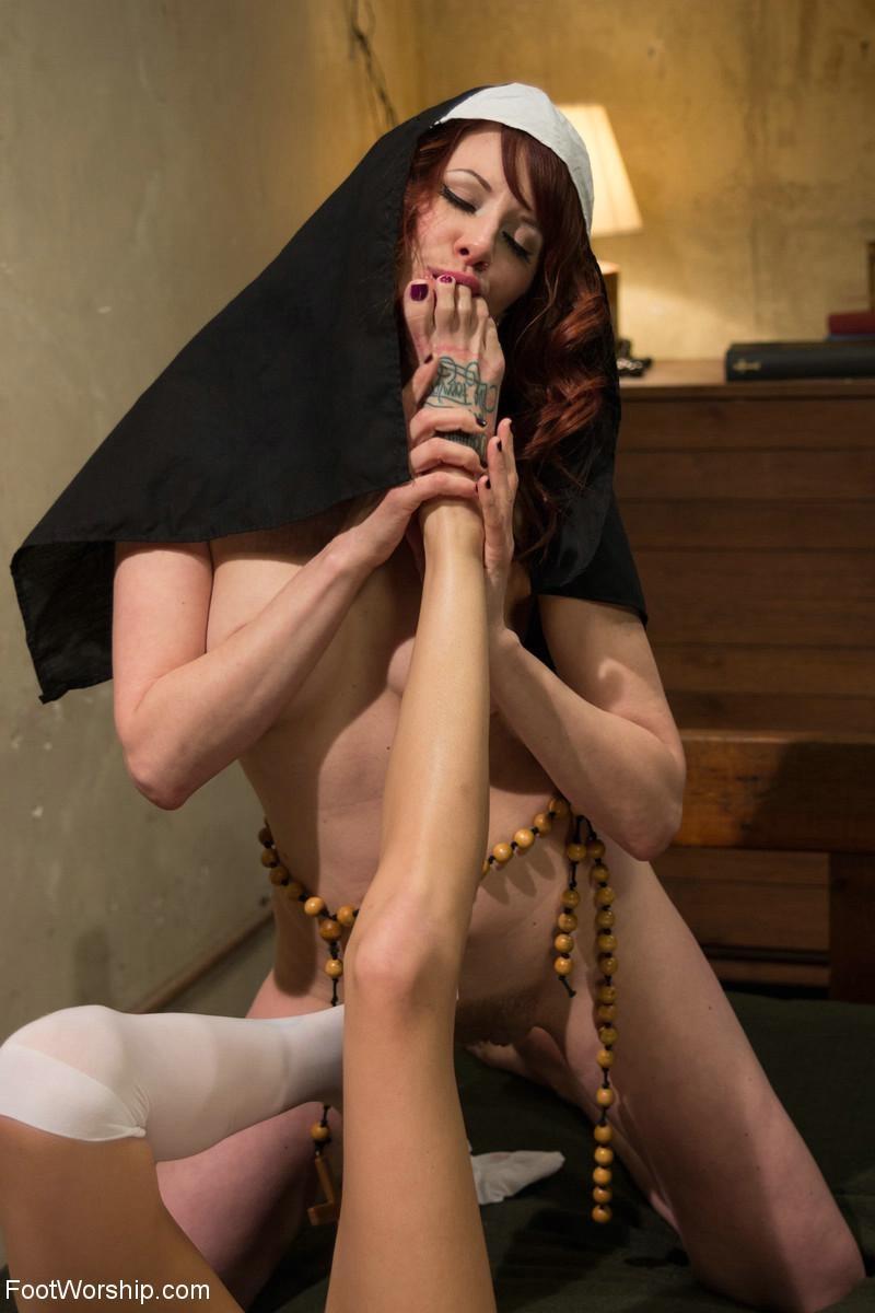 Lesbian Long Tongue Fuck