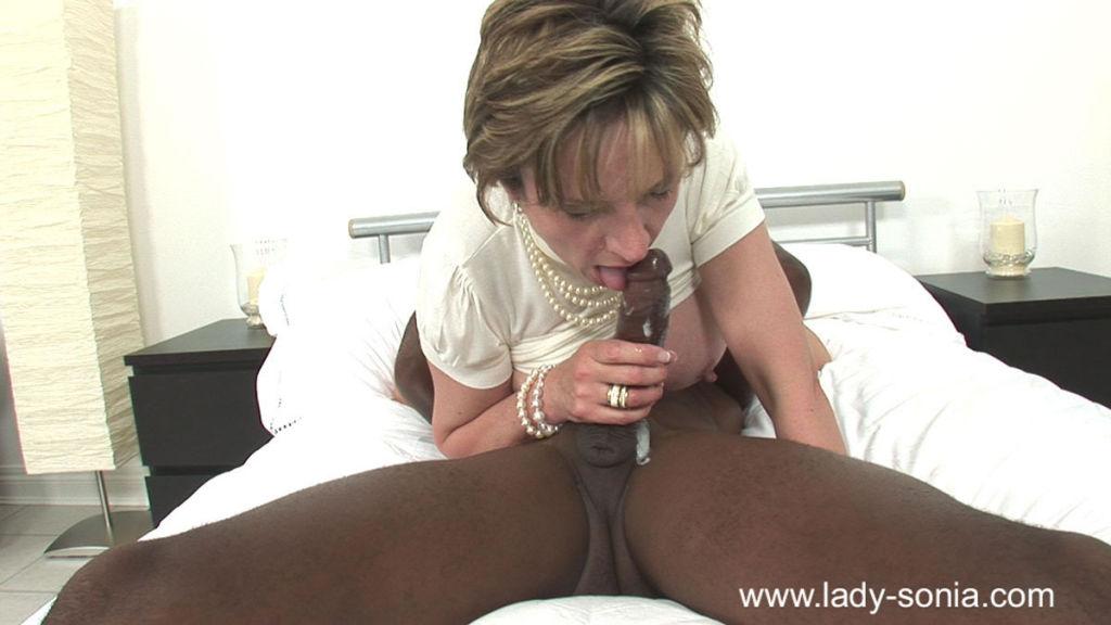 British trophy milf sonia milking a huge black bul