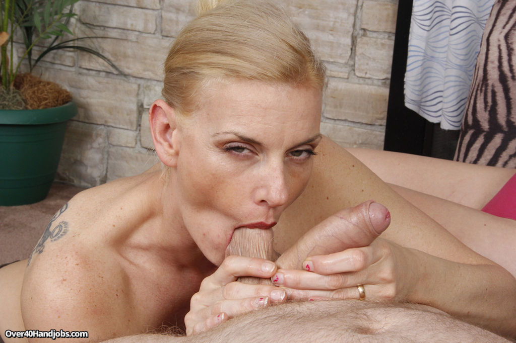 Hot milf Daryl teaches her daughter handjob