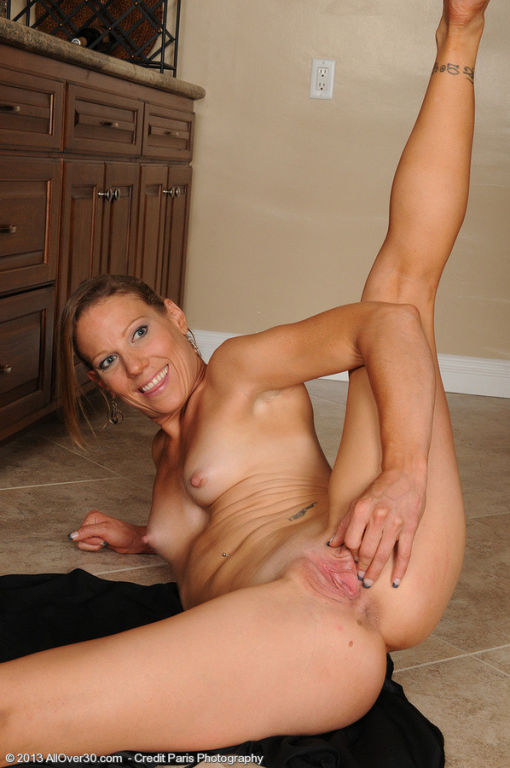 Horny housewife Alyssa Dutch from AllOver stretchi