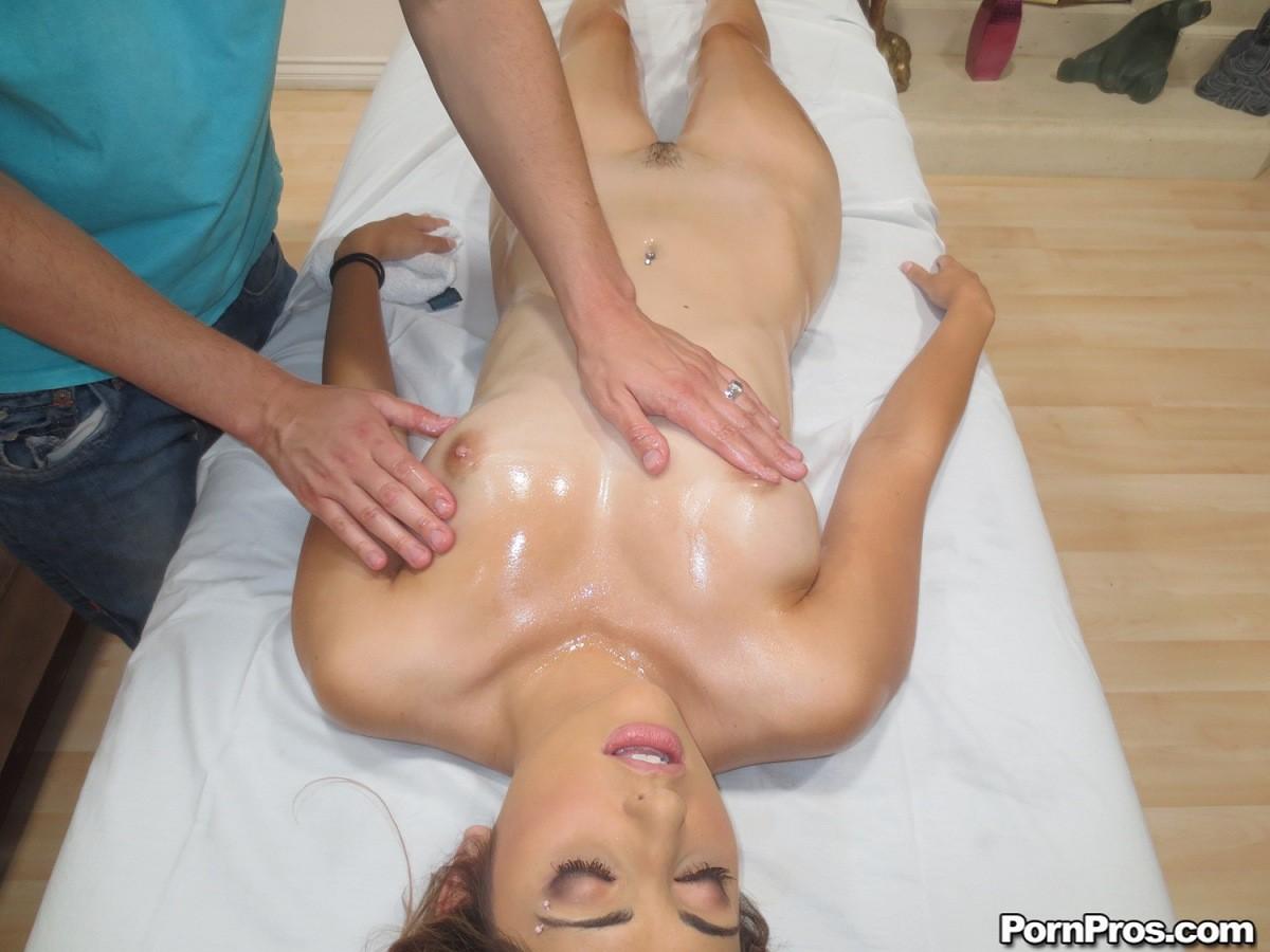 Female news anchor nude pics