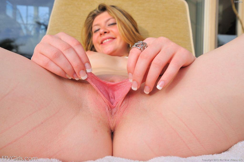 Teen shaving her pussy