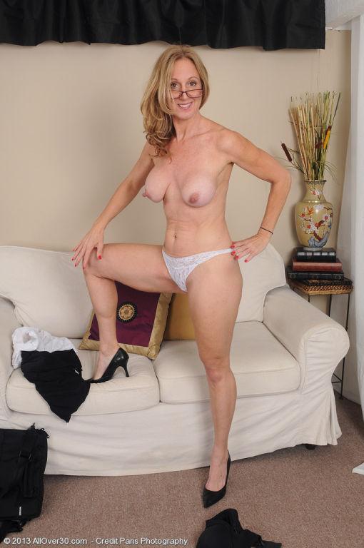 Jenna Covelli got hot milf nipples