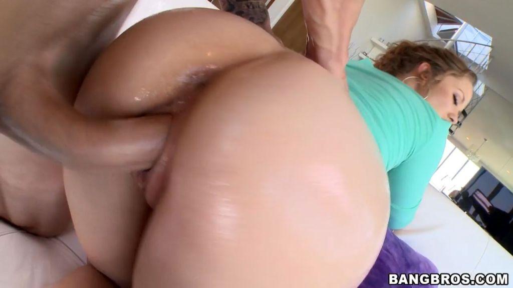 Kimber Day shakes her big round booty