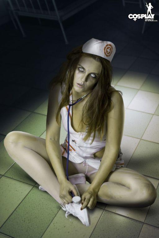 Cosplay featuring Walking Dead zombie in nurse uni