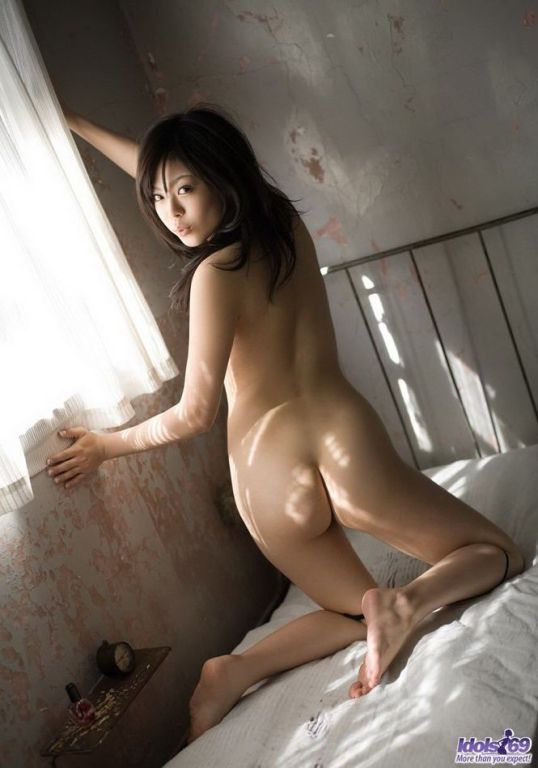 Japanese model China Yuki showing body and titties