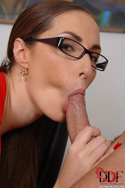 Horny female boss Paige Turnah sucks cock