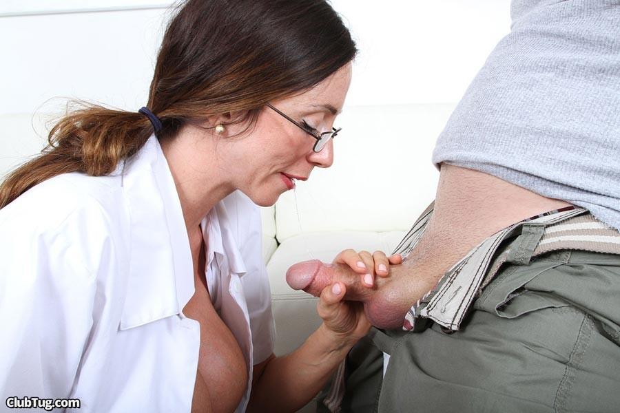 моментально доктор мужик дрочит пациенту заботах малышах