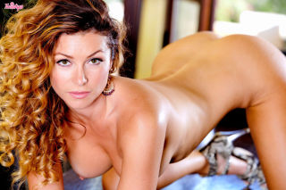Heather Vandeven fondling her trimmed pussy on the