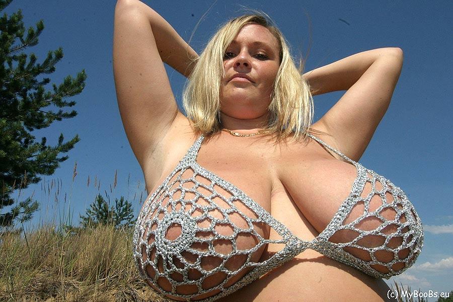Big natural tits outdoors